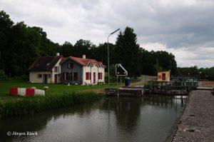 Schleuse Nr. 16 am Saar-Kohlekanal. im Vordergrund der Kanal.